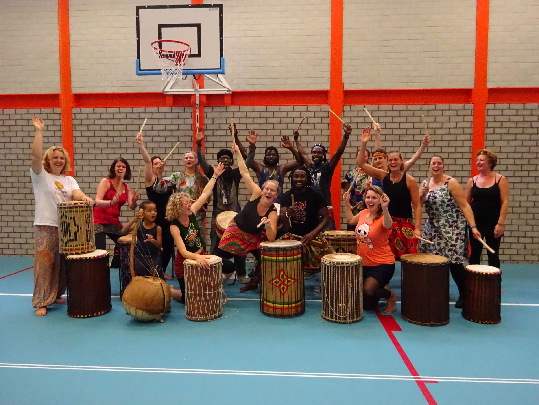 Afrikaanse dans doundoun live muziek