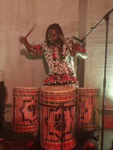 Afrikadi dinner and dance night @ De Loods Groningen. Een compleet verzorgde feestavond in Afrikaanse sferen. Met overheerlijk Afrikaans eten, Afrikaanse dansworkshop, live optreden West-Afrikaanse muziek en meer.